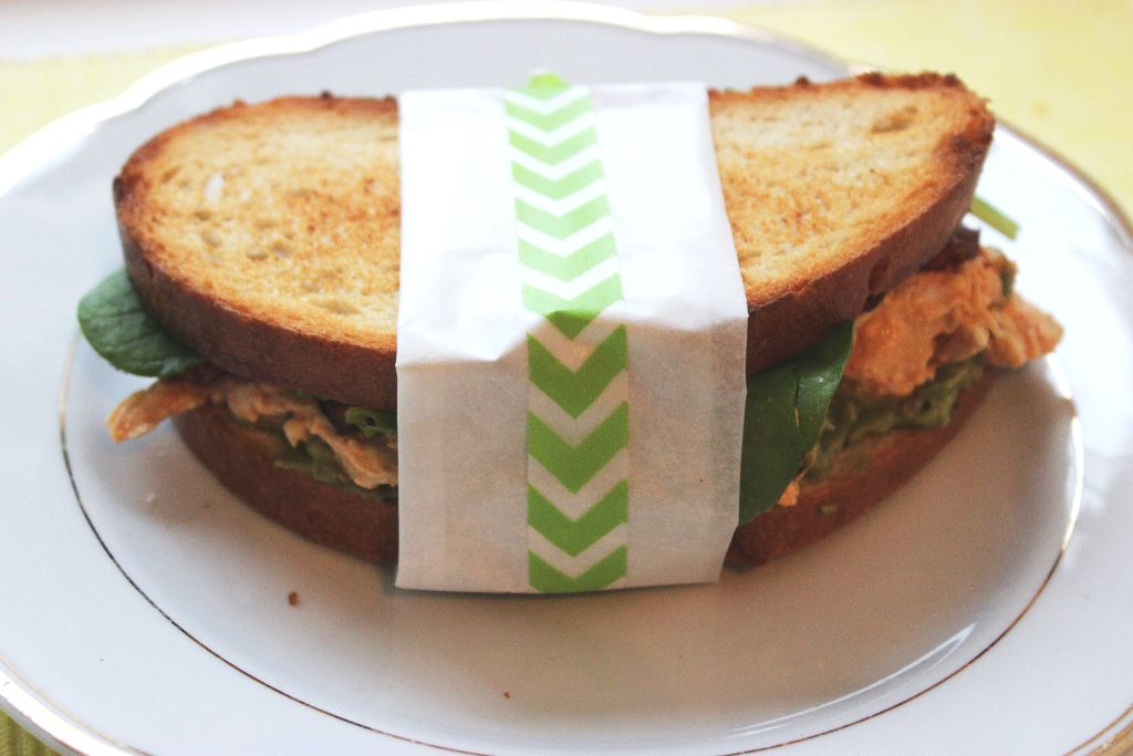 Leicht scharfes Hühner-Speck-Sandwich
