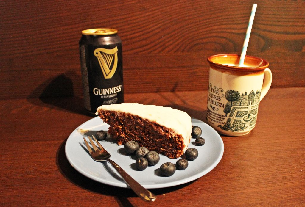 Sláinte! Oder Prost? Oder Mahlzeit? Mahlzeit! Guinness-Schoko-Kuchen!