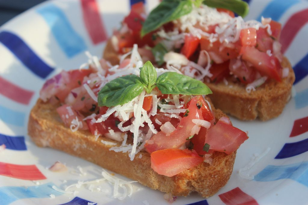 Holt euch mit meinem Rezept für Bruschetta ein erfrischendes Gericht auf den Teller!