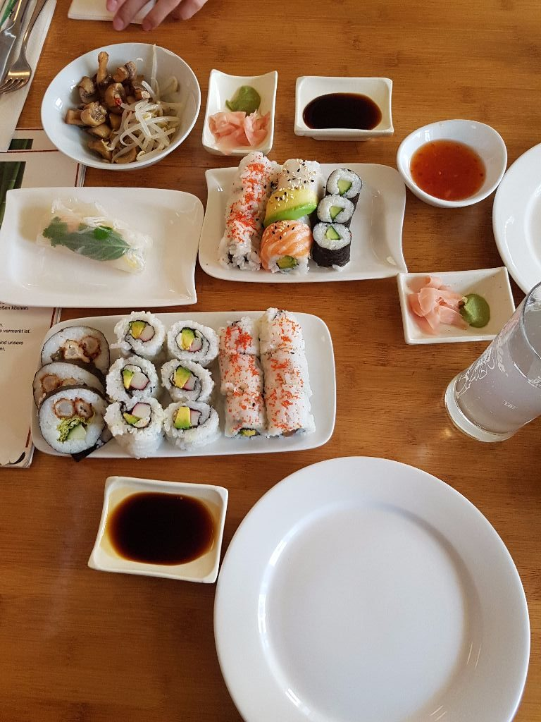 Running Sushi BUT à la carte – saywhat?!